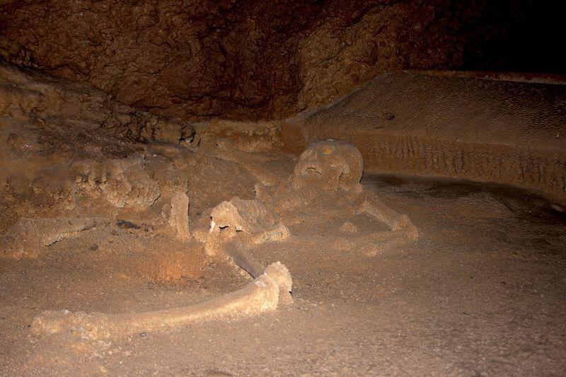 Actun Tunichil Muknal, a caverna da donzela de cristal